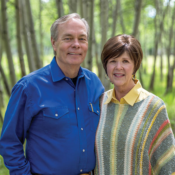 Andrew and Jamie Wommack posing for a picture.